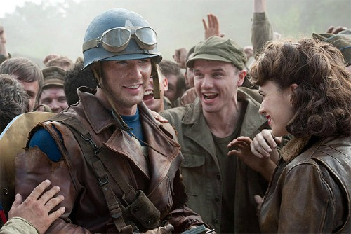 Chris Evans, Hayley Atwell & a crowd of soldiers in Captain America