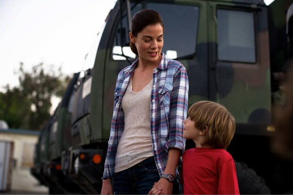 Michelle Monaghan and Oakes Fegley in FORT BLISS